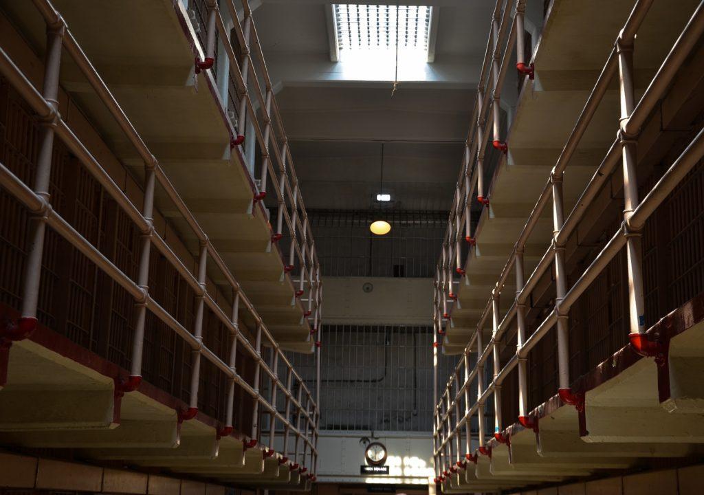 Opheffen of schorsen van de voorlopige hechtenis - Problemen met justitie