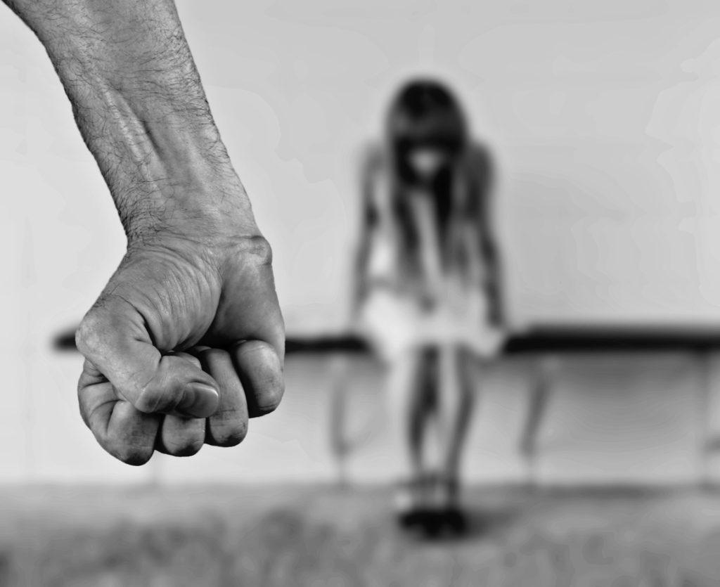 Wat is huiselijk geweld - Problemen met justitie