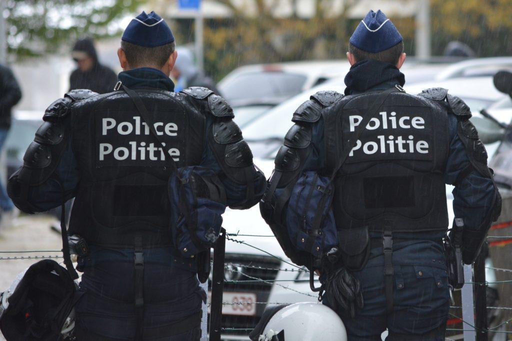 Politie binnentreden - Problemen met justitie