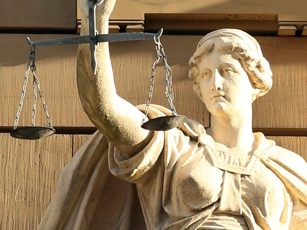 Vrijwillige terugtred - Problemen met justitie