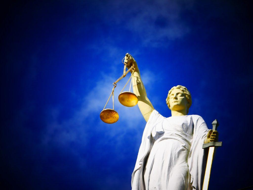 Rechterlijk pardon - Problemen met justitie