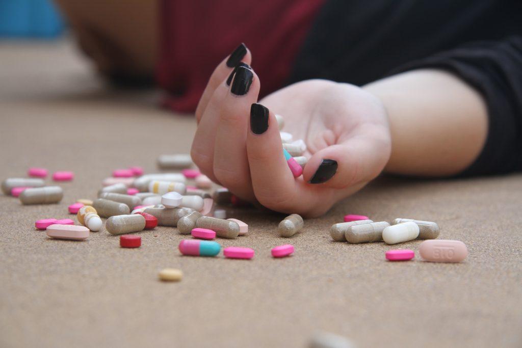 Aanzetten tot of behulpzaam zijn bij zelfdoding - Problemen met justitie
